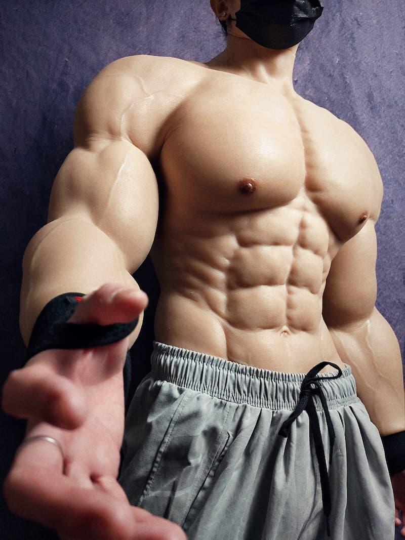 traje falsa musculatura